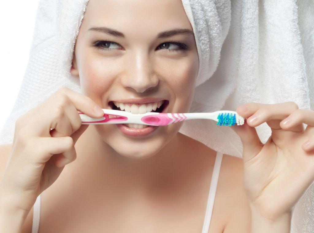 Ustna higiena prepreči parodontalno bolezen