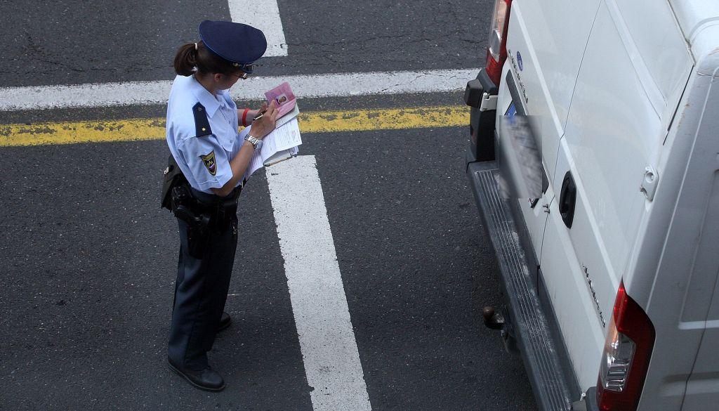 »Policija krade, krši ustavo in uporablja metode, podobne udbovskim«