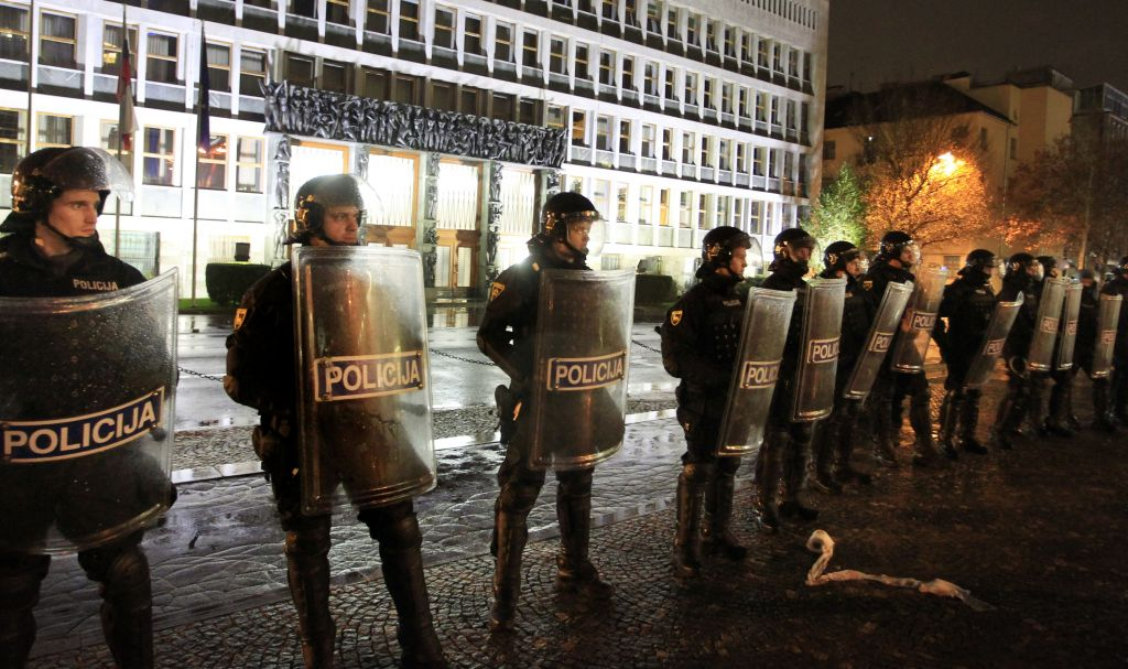 V Ljubljani razbijali plačanci