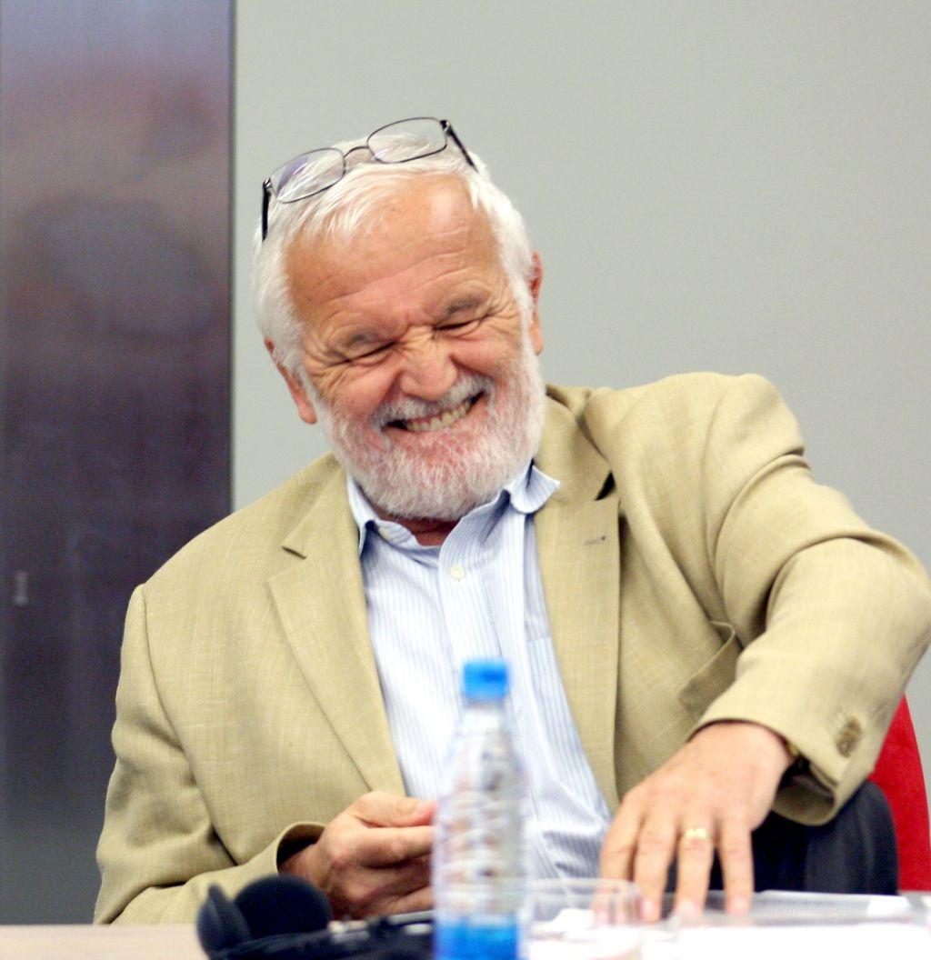 Ekonomist Kovač iz službe zaradi ekonomista Mencingerja