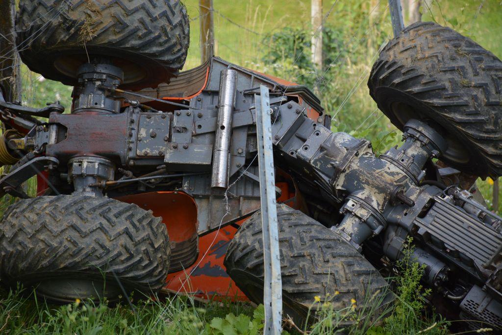 FOTO: Traktor ga je stisnil do smrti
