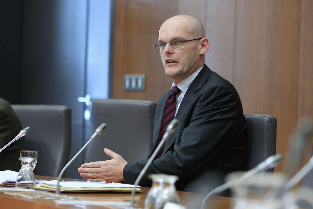 Klemenčič priznal, da kadi v državnem zboru, Tanko pa v napad