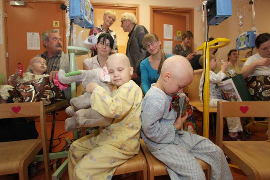 Naš Miklavž med malimi bolniki