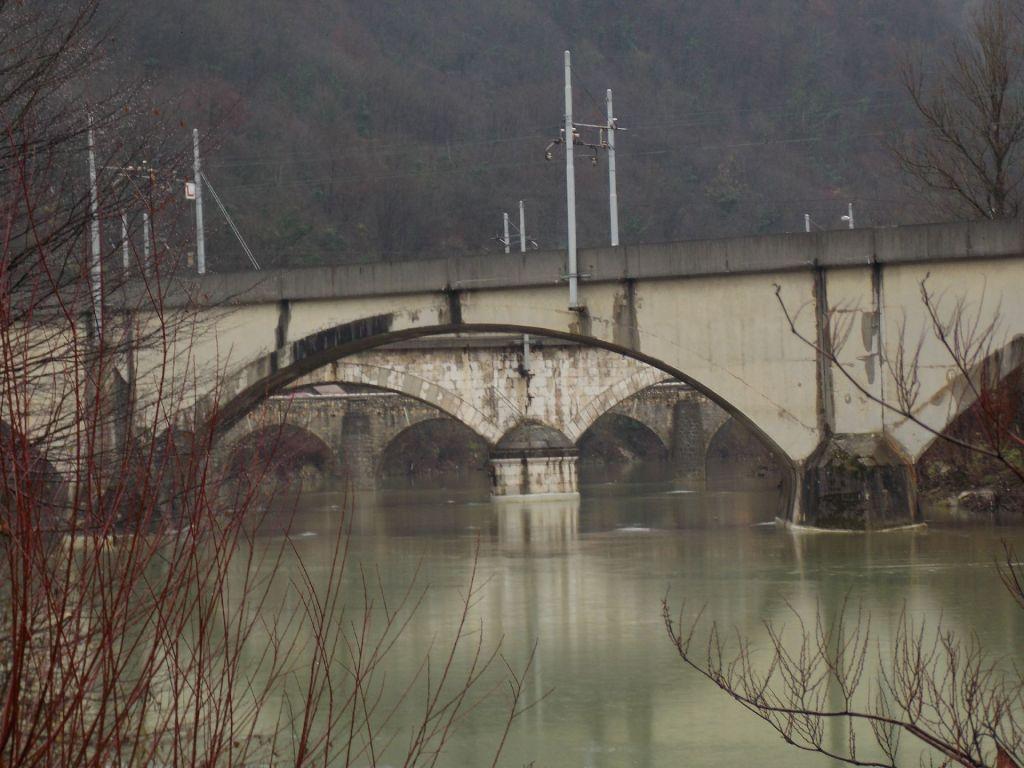 Je kaj trden most?