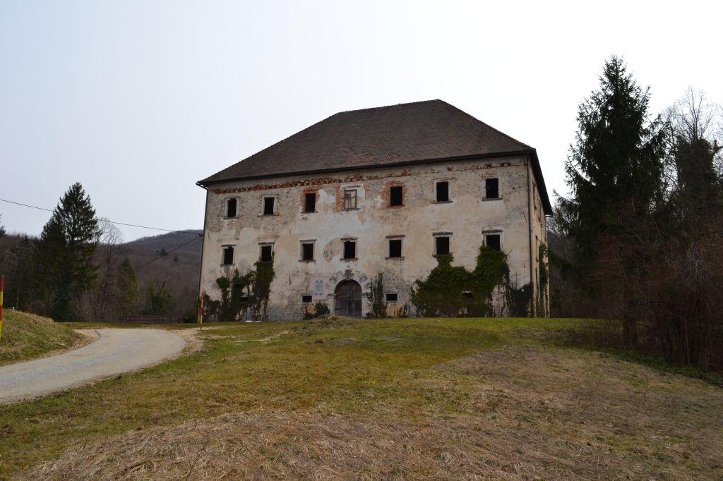 Dvorec, kjer sta Prešeren in Smole pila, na prodaj