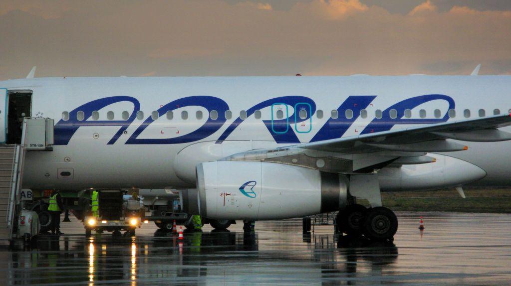 Adrijino letalo s potniki obtičalo v Egiptu