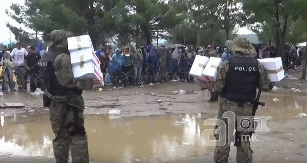 VIDEO: Begunci zavračajo pomoč Rdečega križa?